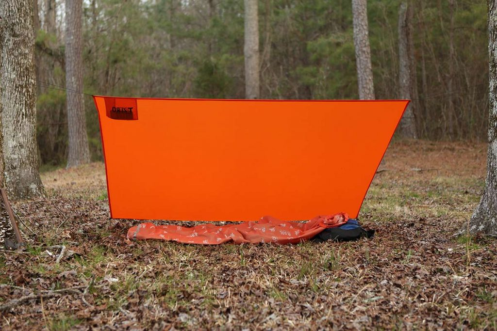 The Coalcracker Bushcraft T6ZERO is made for a fast lean-to configuration out of the self-storing bag.